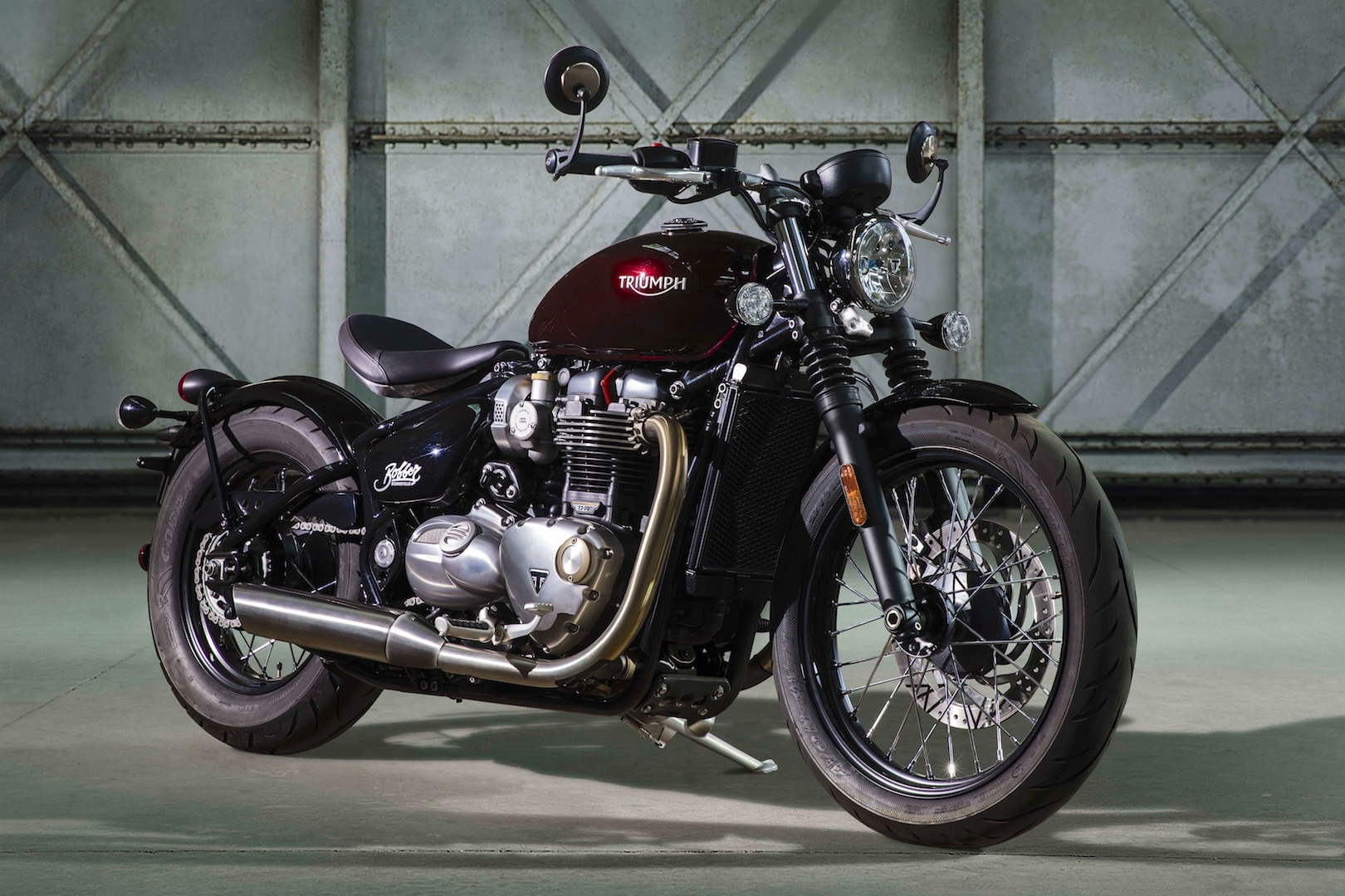 2017 Triumph Bonneville Bobber First Look 2