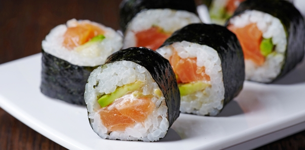 media 12772 salmon avocado sushi.CACHE 620x305 crop