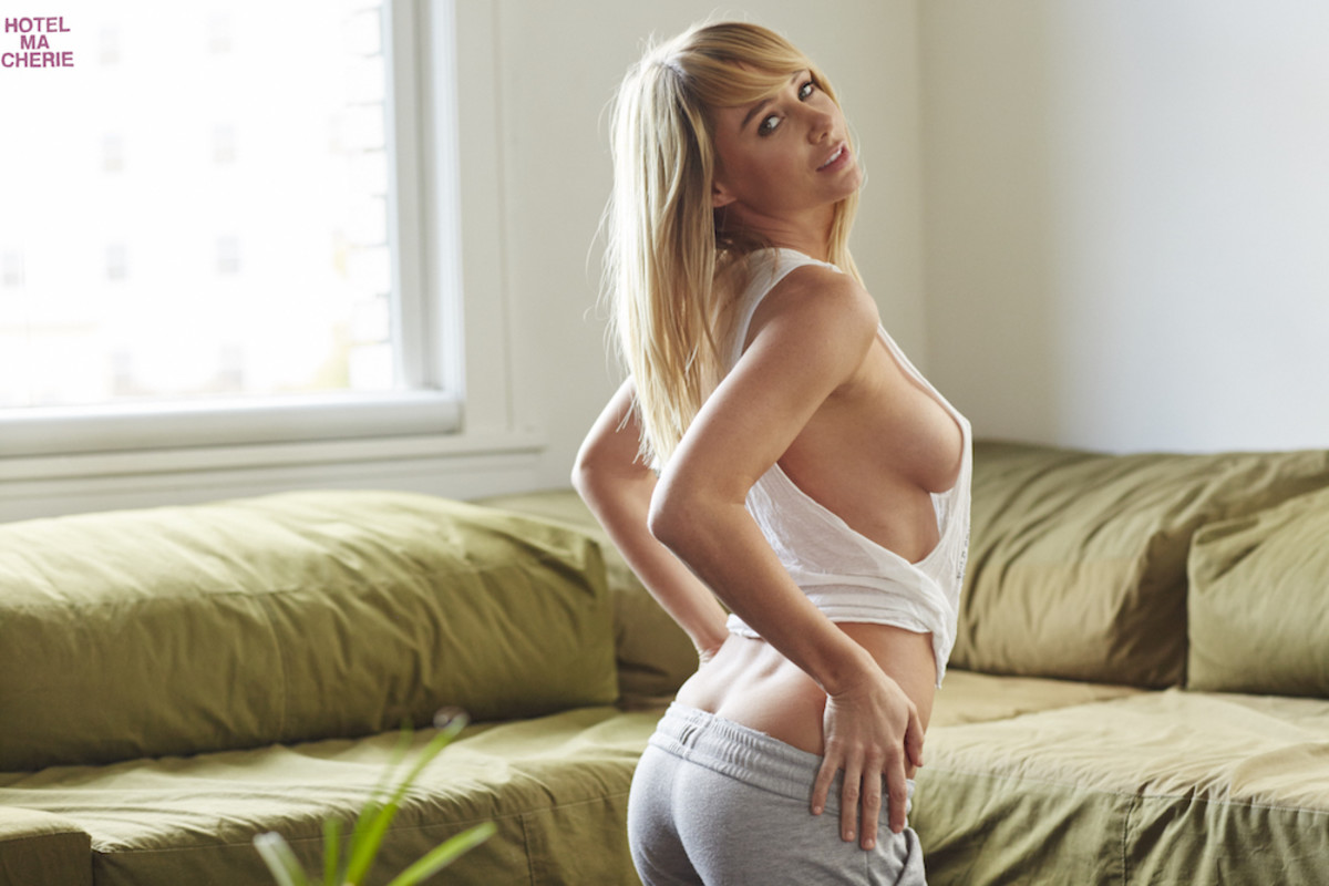 sara underwood buttrcup 2