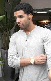 06ab0d4c4d1f Εσύ πόσο γουστάρεις τις μπλούζες με κουμπιά αλλά χωρίς γιακά ...