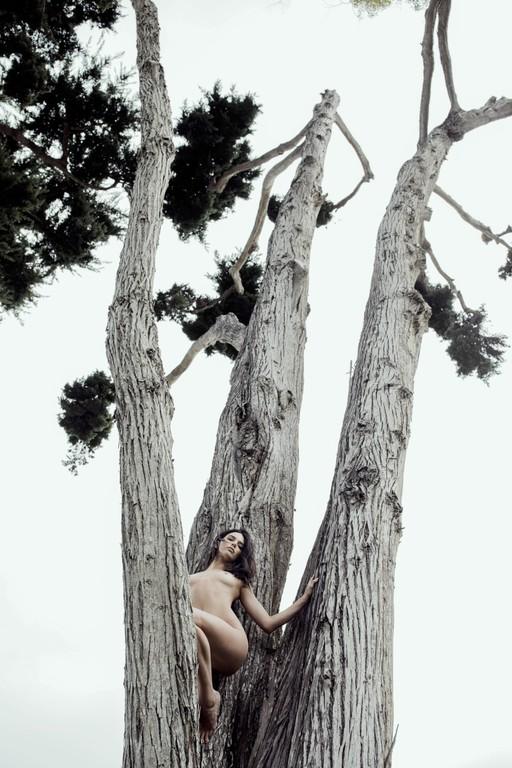Βαράνε χαρμόσυνα οι καμπάνες για την πρώτη ΟΛΟΓΥΜΝΗ φωτογράφηση της Κένταλ Τζένερ