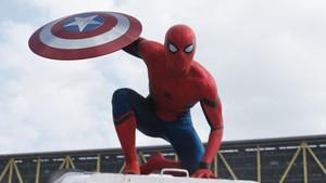 Ο Spider-Man επιστρέφει στα θρανία