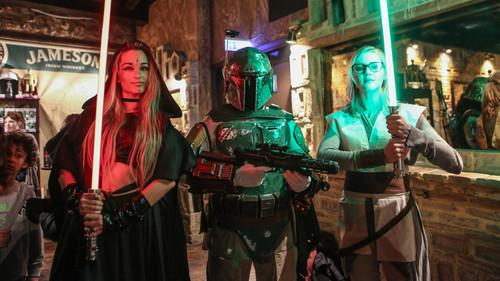 Κεράσαμε την πριγκίπισσα Leia (και όχι μόνο) ένα ποτό στο Γκάζι