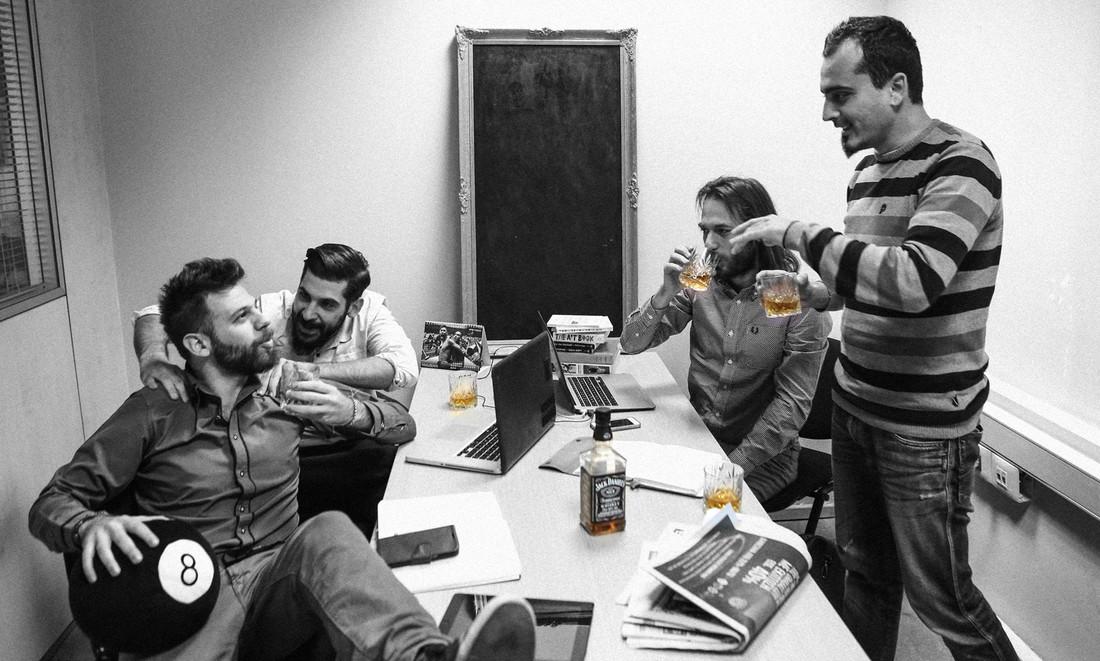 Αυτό το ένα ποτό στο γραφείο