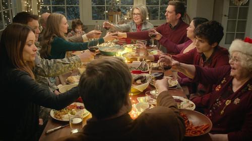 Το ΜΑΡΤΥΡΙΚΟ τραπέζι της Πρωτοχρονιάς σε 21 GIFάκια