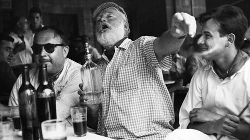 Την Πρωτοχρονιά ήπιες σαν τον Hemingway ή σαν τη Mary Poppins;