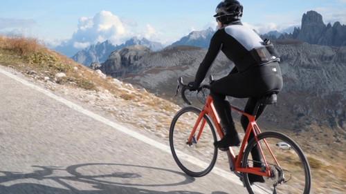 Ο βουνίσιος ποδηλάτης που σου δείχνει το δρόμο