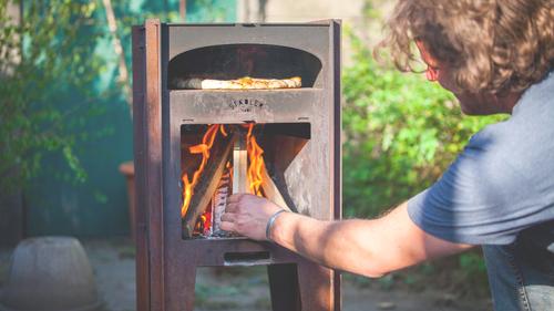 Ένα μπάρμπεκιου για να ψήνεις πίτσα το καλοκαιράκι