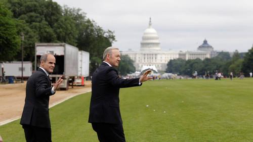 Προεκλογική βολτούλα του Φρανκ Άντεργουντ λίγο πριν την πριεμέρα του House of Cards