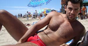 5 πραγματάκια που ΚΑΜΙΑ γυναίκα δεν θέλει να δει πάνω σου στην παραλία