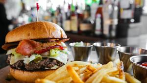17 burgers για να γιορτάσουμε την Παγκόσμια Ημέρα Κατά της Δίαιτας