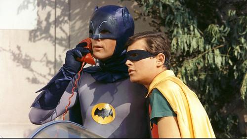 Ο Adam West ήταν ο cult Batman που λατρεύτηκε όσο κανείς