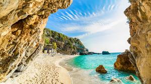15 παραλίες που ξαπλώσαμε τα κορμιά μας και νιώσαμε ΕΥΛΟΓΗΜΕΝΟΙ