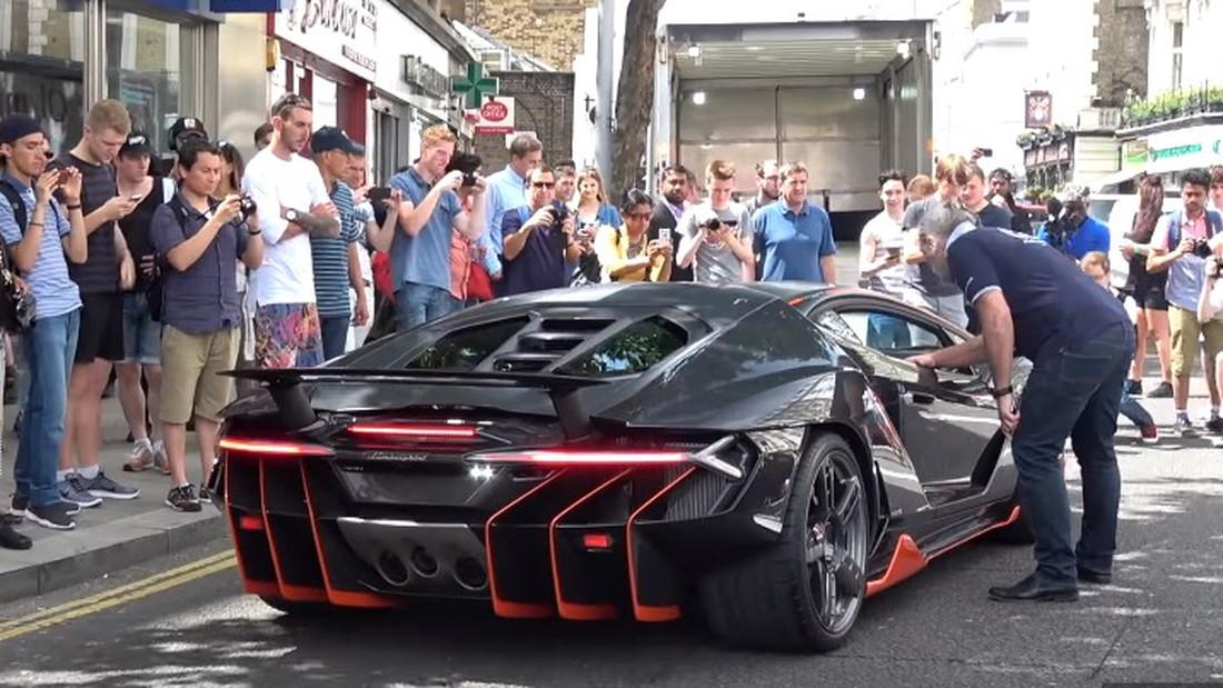 Μια Lamborghini Centenario αξίας 2.2 εκατ. ευρώ προκαλεί πανικούλη στο Λονδίνο