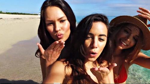 Βίντεο-ύμνος για το σέξι κορίτσι της διπλανής ξαπλώστρας