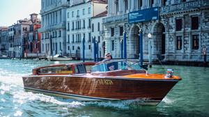 Οι πλωτές λιμουζίνες της Βενετίας