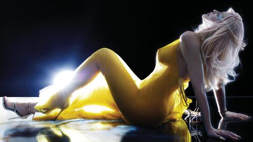 Τρία ζήτω για την πρώτη γυμνή φωτογράφηση της Kylie Jenner