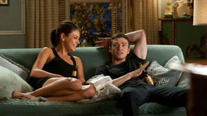 6 «εγκλήματα» που κάνουν οι κοπέλες μας όταν βλέπουμε ταινίες μαζί τους