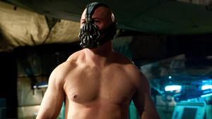 Έλα μισό λεπτάκι να δεις τον Τom Hardy που μιλάει με φωνή Bane στο σκύλο του