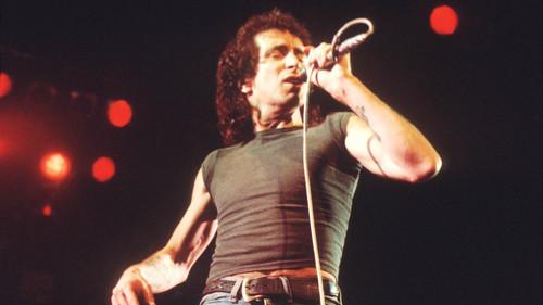 5+1 ιστορίες του Μπον Σκοτ κρυμμένες πίσω από τους ύμνους των AC/DC
