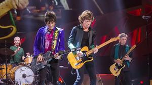 Μπαίνεις αεροπλάνο και τσουπ! Να σου οι Rolling Stones μπροστά στα μάτια σου