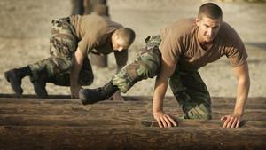 Έτσι χτίζουν κορμί οι Navy SEALs