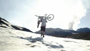 Πώς είναι να πηγαίνεις εκεί όπου δεν έχει πατήσει ΠΟΤΕ ρόδα ποδηλάτου;