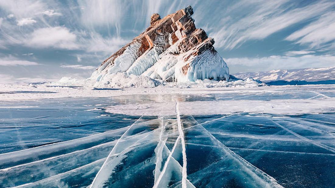 Περπατώντας με ανοιχτό το στόμα στην παγωμένη λίμνη Βαϊκάλη