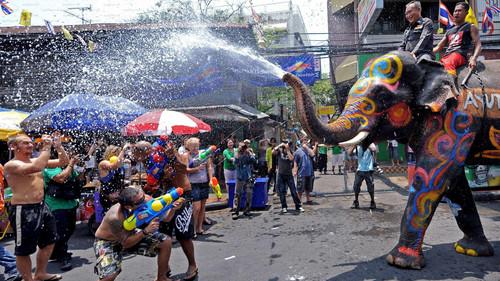 Το φεστιβάλ Songkran θα σου υπενθυμίσει πόσο μπομπάτο είναι το μπουγέλωμα