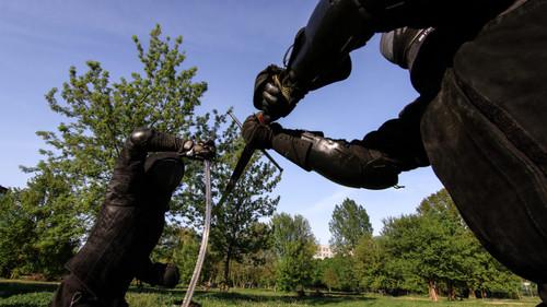 Αυτά τα παλικάρια εφαρμόζουν τεχνικές ξιφομαχίας από τον Μεσαίωνα