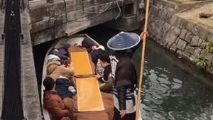 Ιάπωνας γονδολιέρης την βλέπει νίντζα και τρολάρει ΜΟΝΑΔΙΚΑ τους επιβάτες