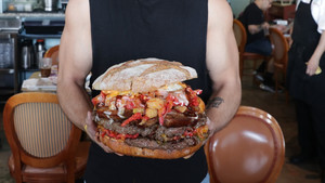 Το Belly of The Beast είναι 6 κιλά αγνού foodporn