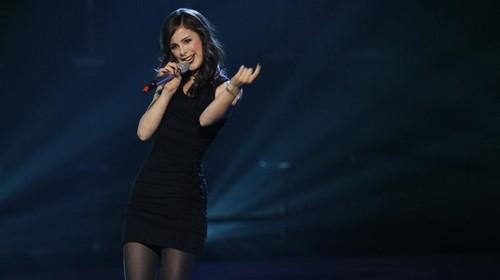 5 χουνέρια που μπορείς να της κάνεις αν επιμένει να δείτε ΜΑΖΙ Eurovision