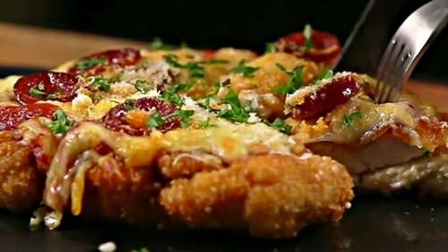 Η πίτσα με βάση Κοτοσνίτσελ θα μιλήσει απευθείας στην καρδιά σου