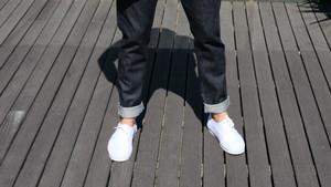 10 λευκά sneakers για να αναδείξεις το καλοκαιρινό σου ντύσιμο