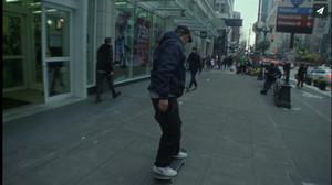 Τον καλύτερο «ξεναγό» του Seattle, θα τον βρεις πάνω σε μια skate σανίδα