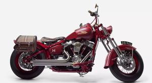 Αυτή η Harley είναι ένα σούπερ σέξι, βαθύ κόκκινο «μωρό»