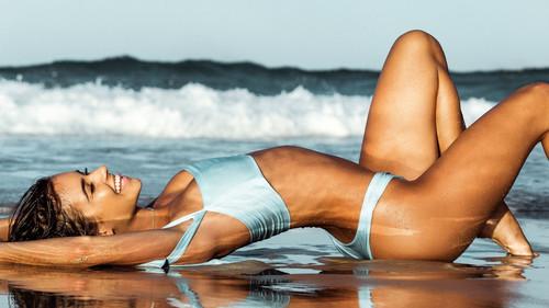 Η Ρενέ τριγυρνάει συχνά στις ελληνικές παραλίες