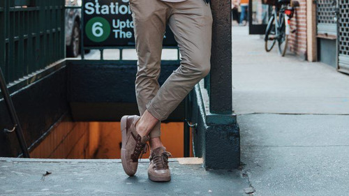 10 καλοκαιρινά καφετί sneakers για όλες τις ώρες