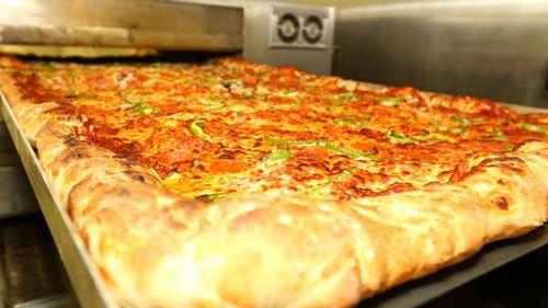 Η πίτσα δύομιση μέτρων έπεσε κατευθείαν από τον Παράδεισο