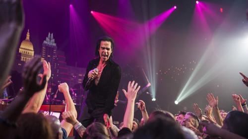 Ο Nick Cave μαζί με τις βαλίτσες του για Ελλάδα ετοιμάζει και έναν νέο live δίσκο