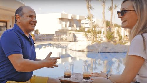 Μπουκάραμε στο μοναδικό ξενοδοχείο Swingers στην Ελλάδα