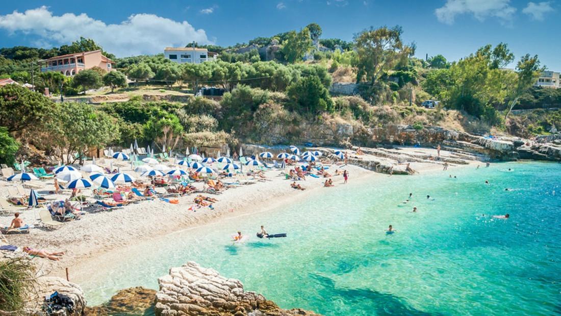 Για λέγε: Λιώσιμο σε ανοργάνωτη παραλία ή ντάπα ντούπα σε μπιτσόμπαρο;