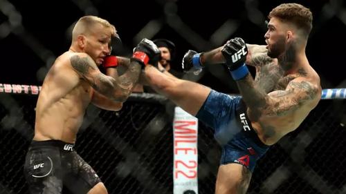 Ασταμάτητα μπουνίδια και κλοτσίδια για τον τίτλο του UFC