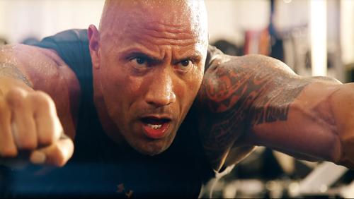 Κάνε ατσάλι το σώμα σου όπως ο Rock σε αυτό το βίντεο