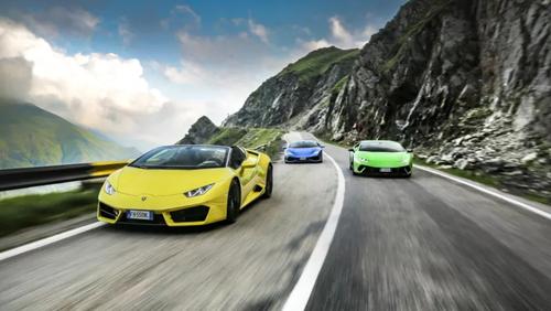 Οι δρόμοι της Ρουμανίας γέμισαν Lamborghini