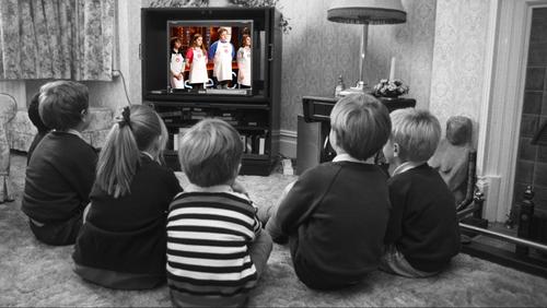 Η τηλεόραση ρουφάει ανθρώπους και ζωές σαν ηλεκτρική σκούπα