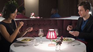 Θα μοιραζόσουν ποτέ το τραπέζι και το φαγητό σου με μία άγνωστη;