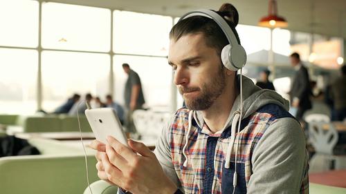 Έτσι θα καθαρίσεις τα ακουστικά σου εύκολα και γρήγορα