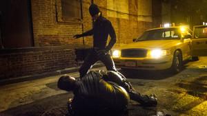Τα αλάνια της Marvel έκατσαν και υπολόγισαν πόσα θα έσκαγε ο Daredevil για έξοδα νοσηλείας!